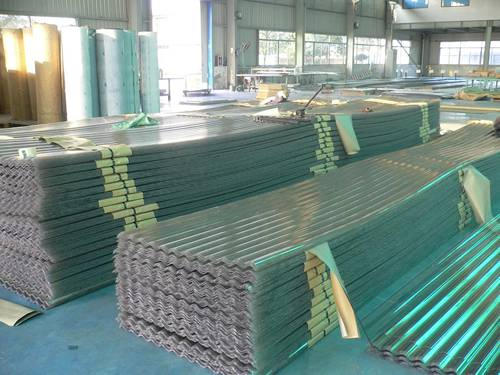 Green corrugated polycarbonate sheets comes in 0.8 mm to 3.0 mm